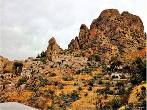 Alla scoperta del borgo di Pentedattilo (RC)
